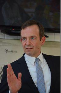 Eine stärkere Zukunftsorientierung der Bundespolitik forderte der Landesvorsitzende der FDP Rheinland-Pfalz, Dr. Volker Wissing, diese Woche in Bretten.